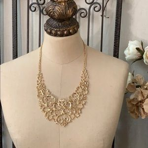 NWOT gold plated filigree necklace